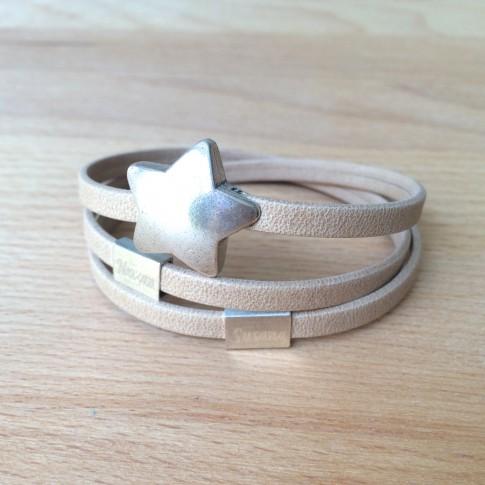 Pulsera personalizada con cuatro nombres y cierre de estrella